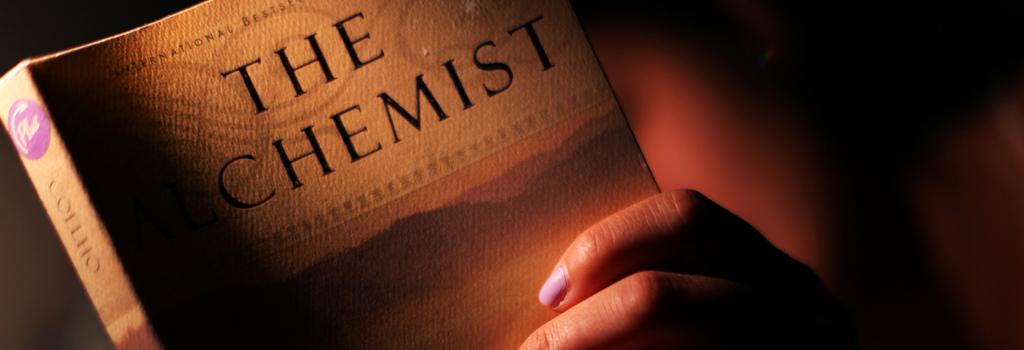 Portada del libro El Alquimista, de Paulo Coelho.