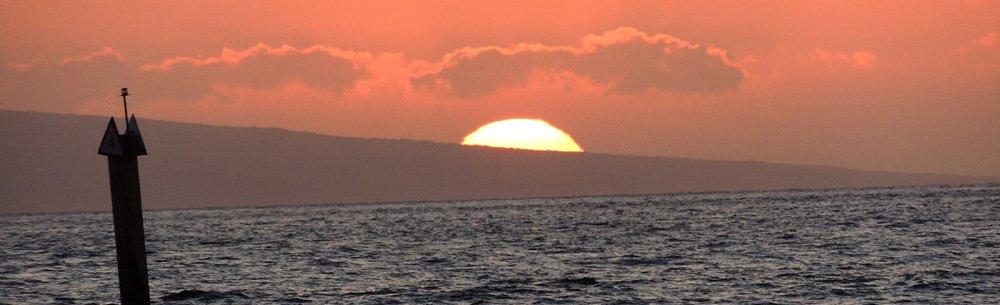 Crepúsculo en Maui, Hawaii.